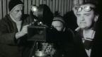 Männer drehen einen Film.