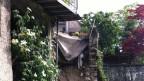 Mit einem Knall weggeschwemmt: die Terrasse des Hauses (Bild: privat)