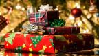 Geschenke aufeinanderliegend.