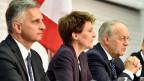 Bundesräte Didier Burkhalter, Simonetta Sommaruga und Johann Schneider-Ammann bei einer Medienkoferenz.