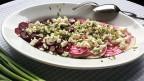Randen-Carpaccio in einem weissen, ovalen Teller.