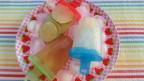 Selber gemachte Wasserglace auf einem Teller
