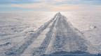 Schauplatz eines Krimis: Nördlichste Eisstrasse der Welt (Bild: Keystone)