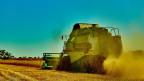 Landwirtschaftsmaschine auf dem Feld.