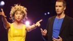 Urs Wehrli und Nadja Sieger, bekannt als Komikerduo Ursus und Nadeschkin, auf der Bühne.