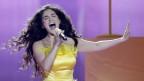 Miruna Manescu von Timebelle im gelben Kleid