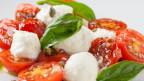 Tomaten, Mozzarella und Olivenöl.