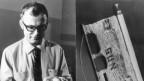 Wissenschaftler hält einen Zylinder in den Händen. Daneben das Sonnensegel, welches 1969 auf dem Mond war.