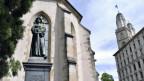 Blick auf Kirchenturm und auf das Zwingli-Denkmal in Zürich.