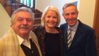 Christine Albrecht und -minu, der eigentlich Hans-Peter Hammel heisst, mit Gastgeber Dani Fohrler.