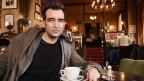 Autor Michael Stavaric im Café Jelinek in Wien, wo er oft an seinen Texten schreibt
