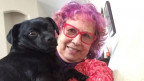 Hilde Birchmeier mit ihrem Hund «Designer Dog». (Mischung aus Mops und Dackel)