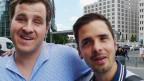 Yves Kilchör und Jonas Pauchard sind blind. Sie reisen aber gerne ohne sehende Begleitung, zum Beispiel durch Berlin.