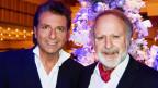 Bo Katzman und Peter Reber vor einem Weihnachtsbaum