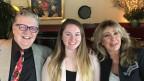 Thomas Wirth sitzt neben Enkeli Jessica und Ehefrau Gail