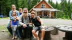Die Familie Schönbächler in Kanada posiert für die Kamera