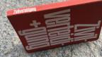 Das Zivilverteidungsbuch mit rotem Umschlag
