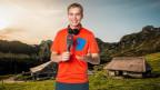 Reto Scherrer, im Hintergrund eine Alp