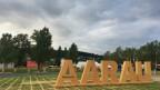 Eine Holzskulptur mit den Buchstaben 'Aarau'
