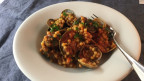 Fregola Sarda mit Tomaten-Muschel-Sugo.