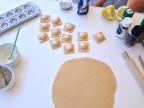 Frische Ravioli mit einer Füllung aus Artischocken und Ricotta.