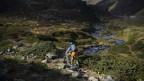Konflikte zwischen Wanderer und E-Mountainbiker entstehen vor allem auf engen Wanderwegen.