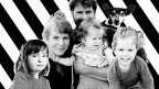 Dominik Steinmann mit seiner Frau und den drei Töchtern.