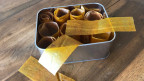 Pürierte Früchte, getrocknet auf einem Backblech.