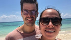 Luca De Lorenzo mit Freundin Cassandra am Strand von Playa del Carmen.