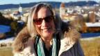 Regina Thalmann mit weisser Winterjacke und Sonnenbrille.