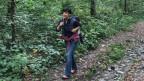 Die Ausland-Schweizerin Barbara Gimelli ist in Georgien in einem Nationalpark unterwegs. Rundherum hat es viele Bäume.