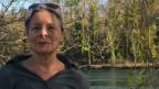 Ruth Michel Richter steht auf der deutschen Seite des Rheinufers.