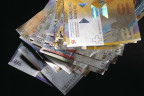 Unterschiedliche Schweizer Geldscheine auf einem Stapel