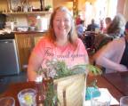 Karin Evans sitzt in einem Restaurant in West Kirby.