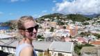 Selina Niederberger blickt auf Port of Spain.