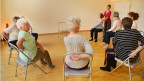Yoga auf dem Stuhl für Seniorinnen und Senioren
