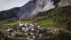 Luftaufnahme des Dorfes Brienz vor einem grossen Felssturz