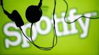 Spotify ist ein klassischer Freemium-Anbieter: Das Basisprodukt ist gratis, weitere Funktionen sind kostenpflichtig.