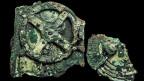 Die Fragmente des Mechanismus von Antikythera sind aus Bronze gefertigt.