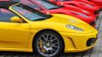 Sportwagen auf einem Parkplazt