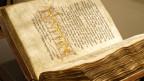 Ein augeschlagenes jüdisches Gebetsbuch