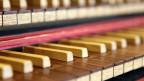 Nahaufnahme einer Cembalo-Klaviatur