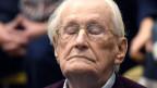 Der 94-jährige ehemalige SS-Mann Oskar Gröning wird 2015 zu vier Jahren Haft verurteilt