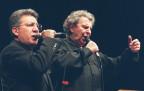 Zülfü Livaneli singt eigentlich, hier mit Mikis Theodorakis