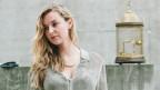 Rund 30-jährige Frau mit blonden Langen Haaren