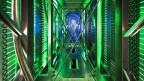Ein Gang bei google besteht aus Festplatten und Leitungen