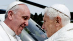Papst Franziskus und Papst Benedikt XVI.
