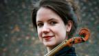 Die Violinistin Meret Lüthi diskutiert über Mozarts Sinfonie.