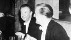 Schwarzweiss Ftot von Benjamin Britten und seinem Lebenspartner Peter Pears