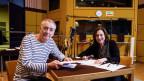 Ueli Jäggi (Hunkeler) und Charlotte Schwab (Hedwig) im Hörspielstudio.